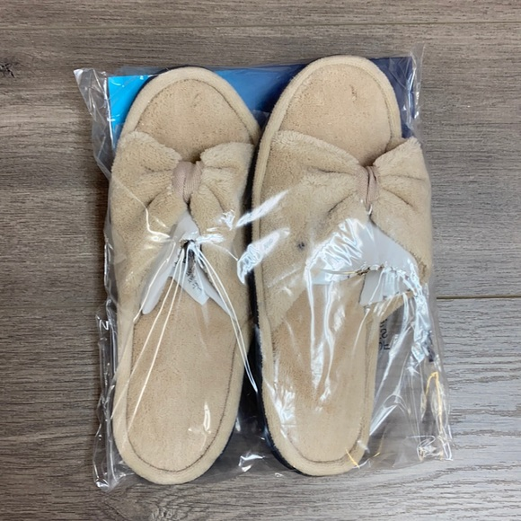 NWT Flawed Sandtrap Isotoner Slide Bow Slippers